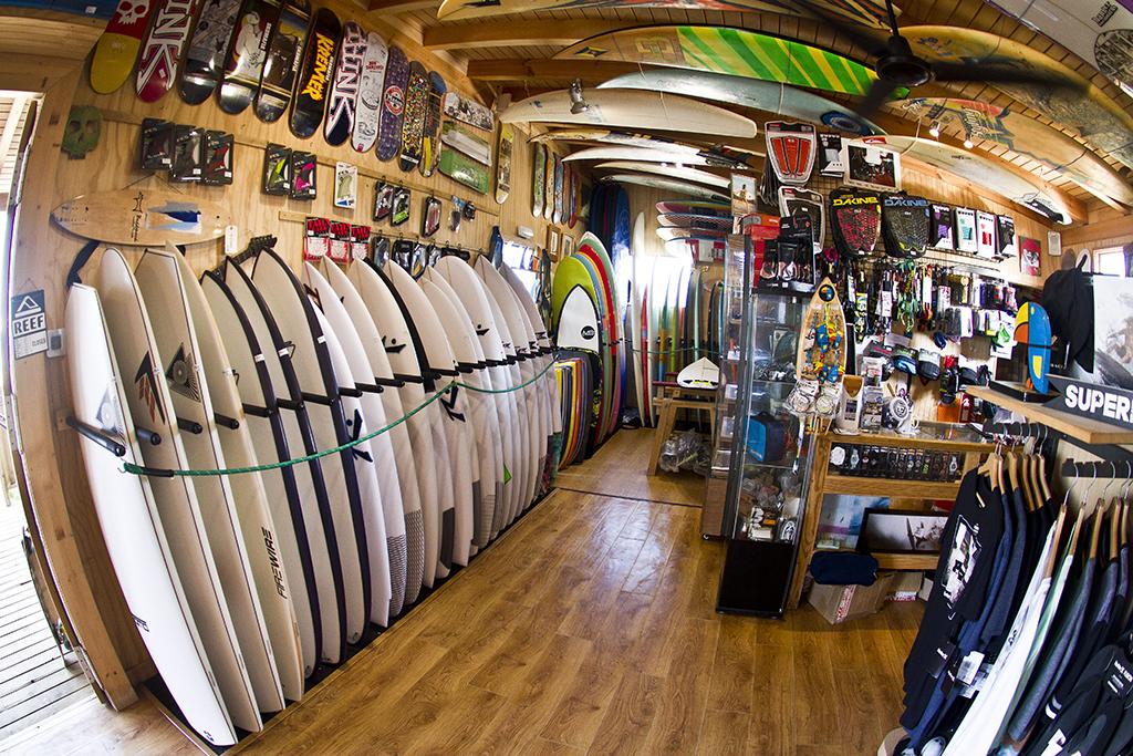 Homies Surf & Skate Shop - Zona Venta y muestra de tablas/skates