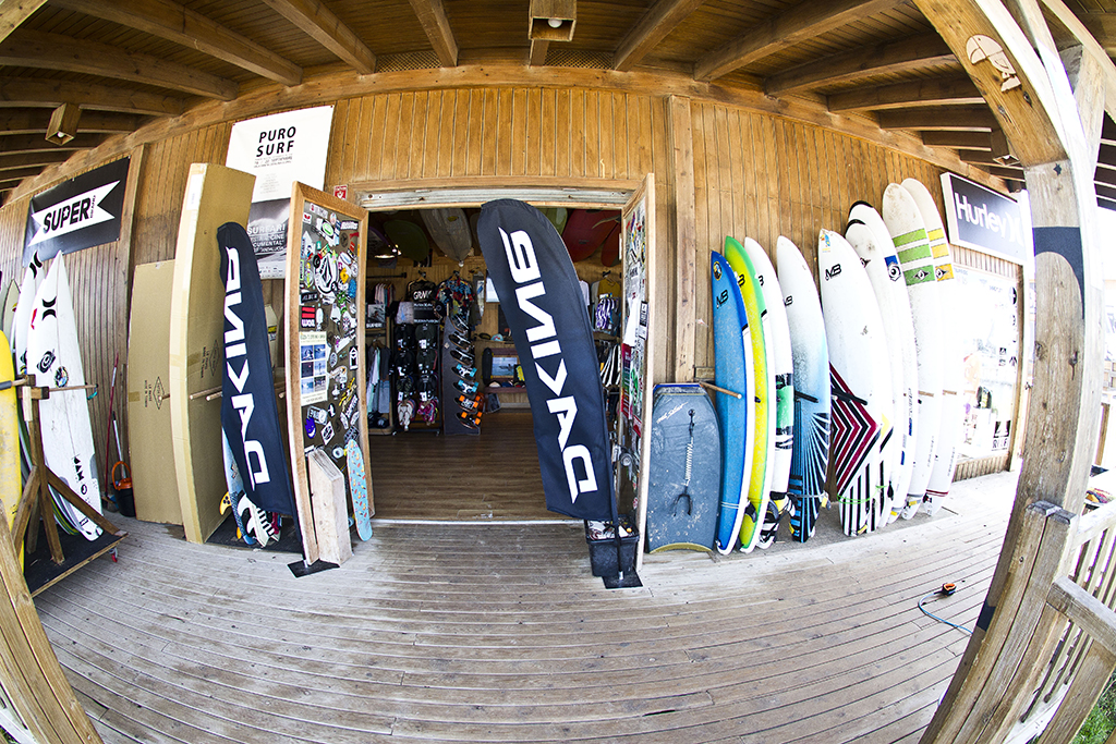 Homies Surf & Skate Shop - Zona entrada y tablas de surf